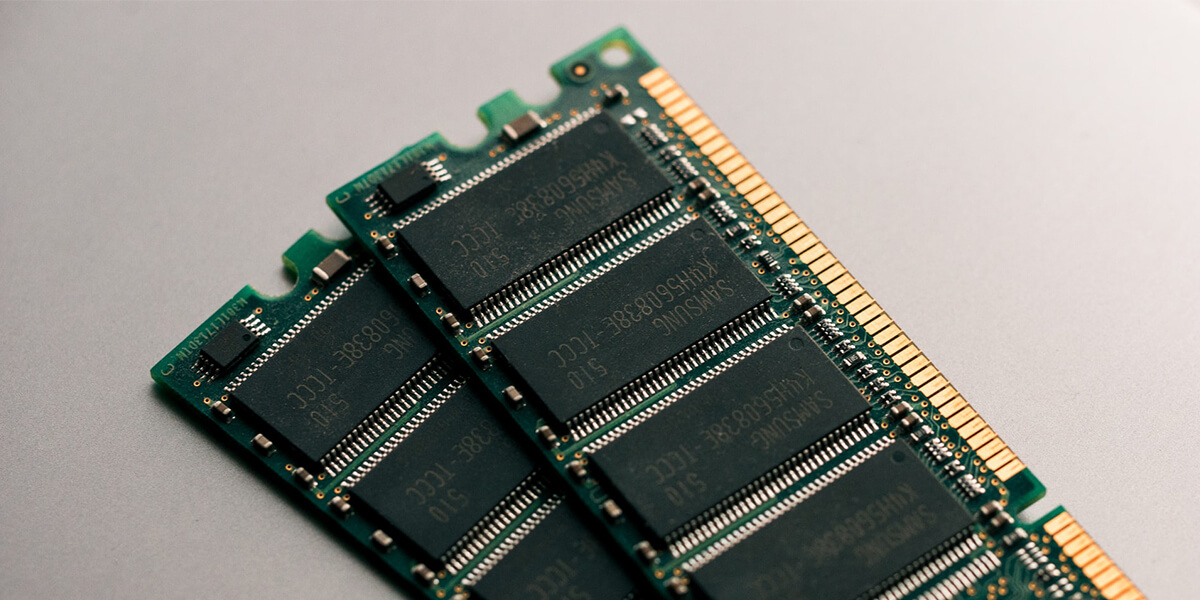 the average capacity of mainstream smartphones'' built-in NAND flash memory has exceeded 100GB